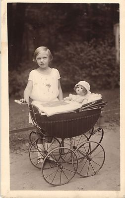 012aa10a6f8cd1b783b8b690fd6240b2--the-nederlands-dolls-prams