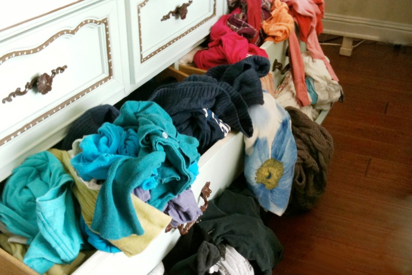 home-storage-solutions-messy-drawers-standard_b931bd4ec7ed1f7731c2361619183a2c.jpg