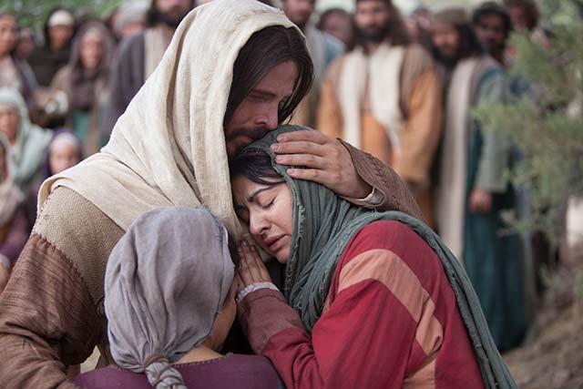 jesus-comforts-mary-martha-640.jpg