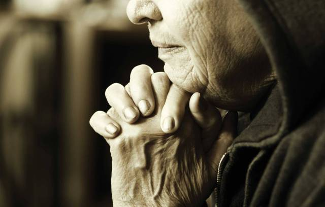 old-woman-at-prayer_1