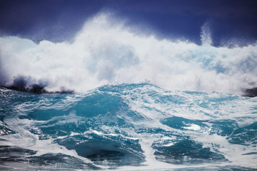 the-definitive-guide-to-visiting-hawaii-rough-waves-in-hawaii.jpg