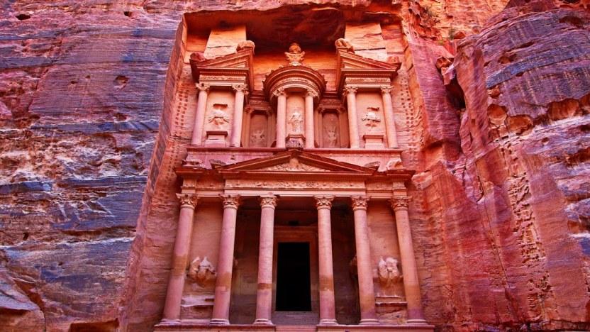 00-social-tout-petra-jordan-travel-guide.jpg