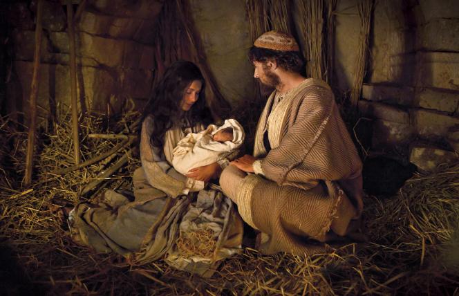 nativity-scene-mary-joseph-baby-jesus-1326846-gallery (1)