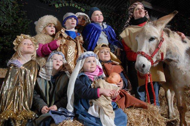 Christmas-Scene-624x415.jpg