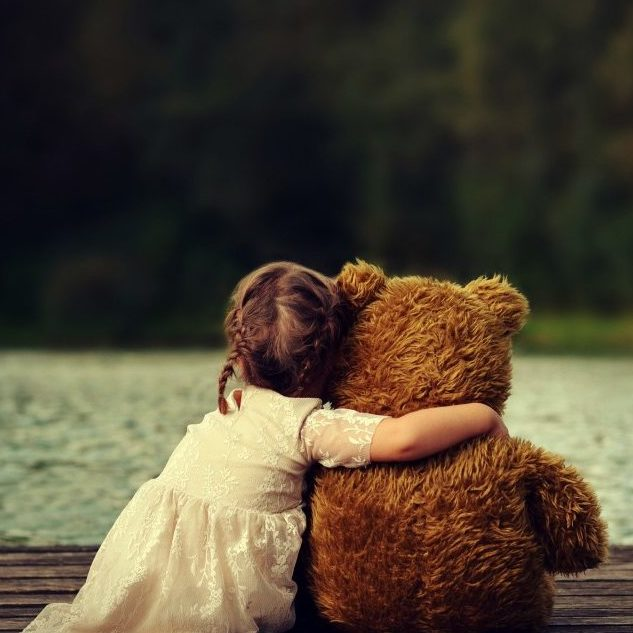 Cute-Child-Girls-with-Teddy-Bear-Picture-1024x640-e1507257862681