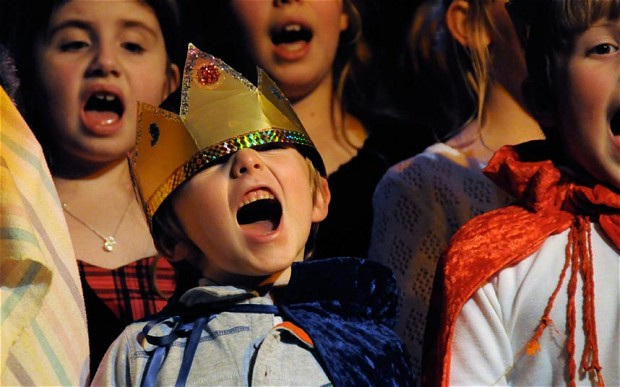 xchristmas_nativity_singing.jpg.pagespeed.ic.CAi_C4_E_L.jpg
